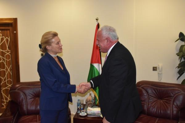 المالكي يطلع وزيرة الدولة للشؤون الخارجية الايطالية على آخر المستجدات