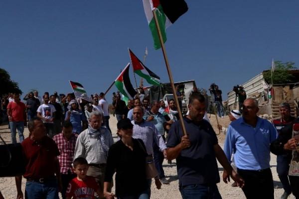 """الاحتلال يعتدي على المشاركين في مسيرة سلمية ضد قرار هدم """"الخان الأحمر"""""""