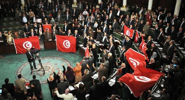 """عريضة في تونس لمُساءلة وزيرين كبيرين بشأن """"الجهاز السري"""" لحركة النهضة"""