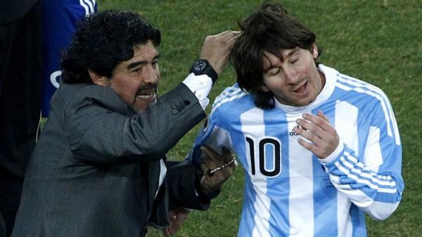 مارادونا مهاجماً ميسي: لاعب عظيم وليس قائداً ولا يجب تقديسه بعد الآن