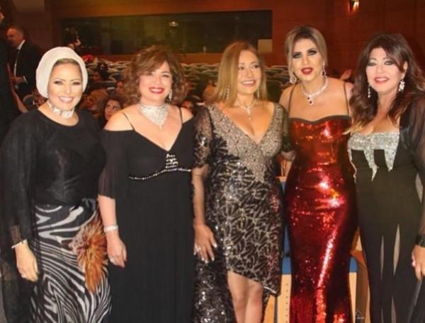 صور فساتين النجمات في حفل جوائز السينما العربية: إطلالة أصالة الأغرب