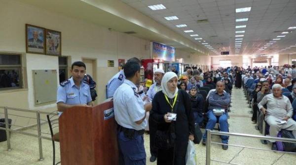الاحتلال يمنع تسعة مواطنين من السفر عبر (معبر الكرامة)