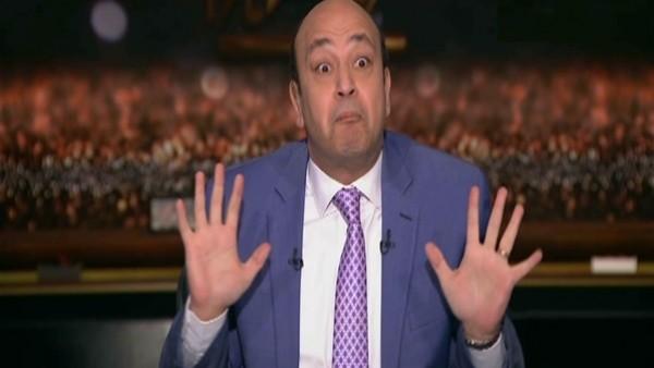 """فيديو: عمرو أديب يرقص على أغنية """"أه لو لعبت يا زهر"""""""