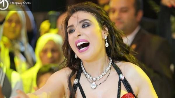 فيديو: دينا بفستان مثير.. شاهد شكلها بعد اجرائها عملية تجميل لأنفها