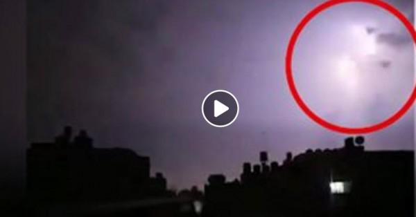 شاهد: ضربة (برق) مسؤولة عن إطلاق صاروخين من قطاع غزة