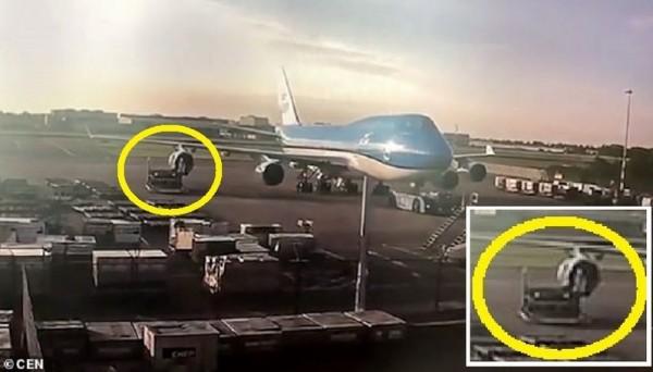 سائق يدمر محرك طائرة ثمنه 35 مليون دولار