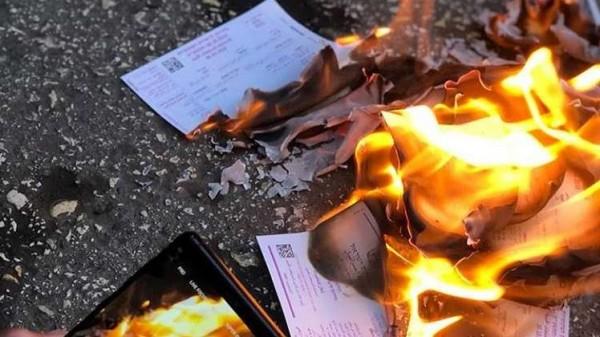 أبناء الجولان السوري يحرقون بطاقات انتخابية إسرائيلية
