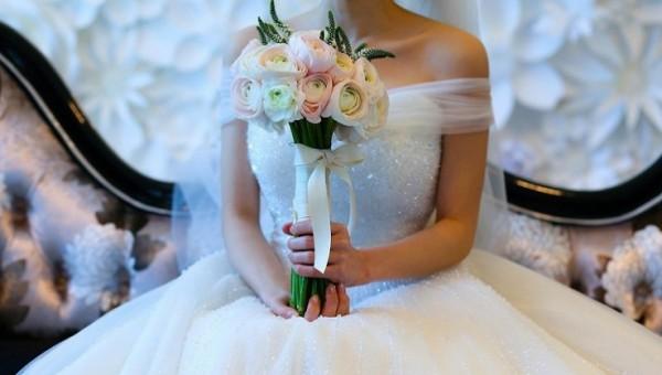 """غزة: عروسان داخل """"الجامعة الإسلامية"""".. وزفاف بشرط ألا يتزوج بالثانية"""
