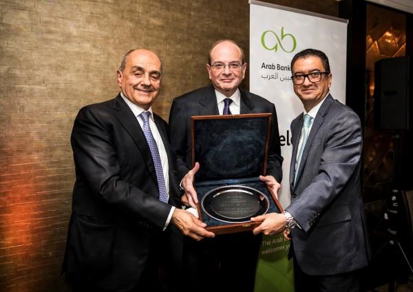 """جائزة """"الإسهامات المتميزة في القطاع المصرفي العربي"""" لنعمة صباغ"""
