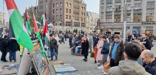 الجالية الفلسطينية بهولندا تنظم وقفة شعبية في الذكرى 101 لوعد بلفور