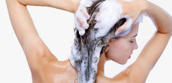 أخطاء ترتكبينها أثناء الاستحمام ستدمر بشرتك.. إياك أن تفعليها