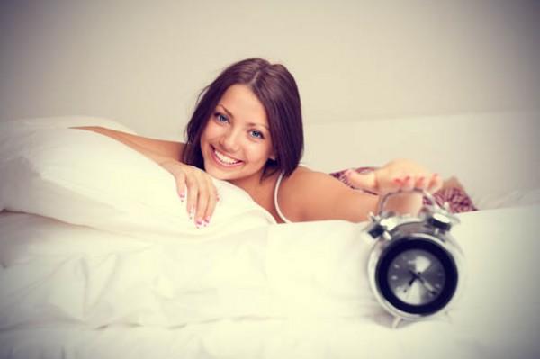 دراسة: النساء اللواتي يستيقظن مبكرا أقل عرضة للإصابة بسرطان الثدي