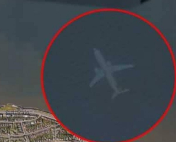 خرائط (غوغل) تكتشف طائرة غارقة