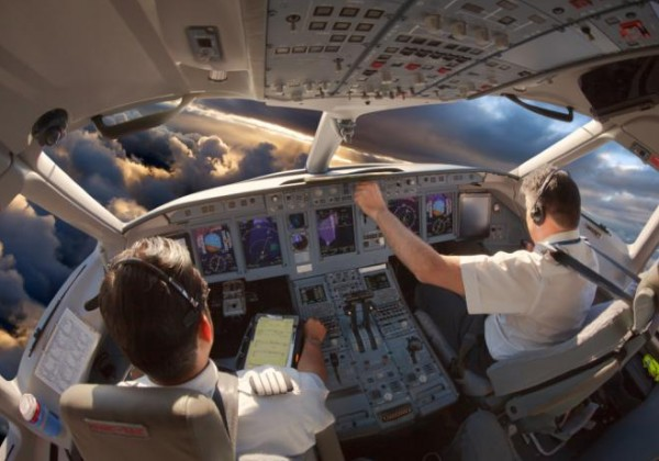 ستندم على معرفتها.. هذا ما يخفيه الطيارون عن الركاب خلال رحلاتهم الجوية