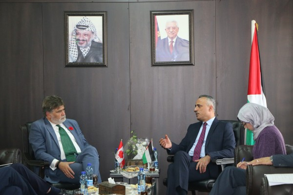 أبو دياك يبحث مع ممثل كندا لدى فلسطين توثيق التعاون لدعم قطاع العدالة