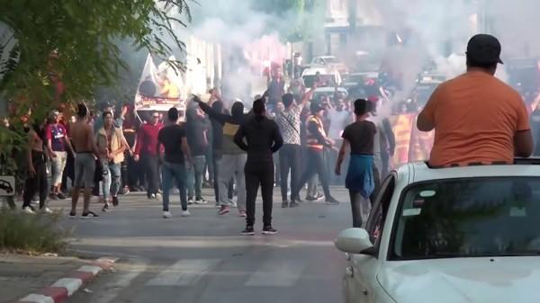 التونسيون يحتفلون في الشوارع بعد تتويج الترجي باللقب الإفريقي الثالث