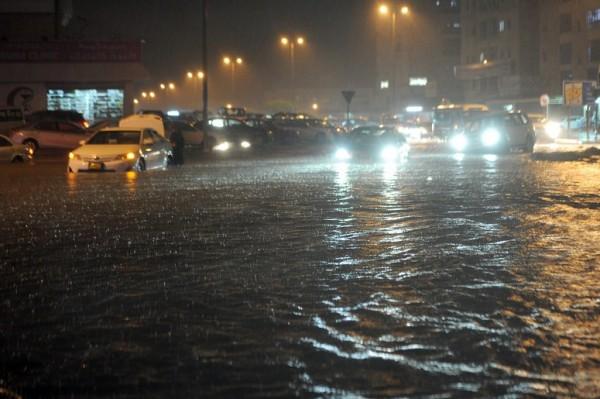 رفع حالة الطوارئ في الكويت بعد سيول اجتاحت البلاد