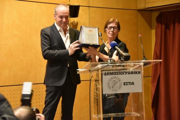 سفير دولة فلسطين لدى قبرص يكرم الصحفي القبرصي بانايوتيس باسخاليس