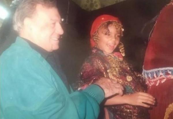 هذه الطفلة مع فريد شوقي أصبحت نجمة مثيرة للجدل الآن..فمن هي؟