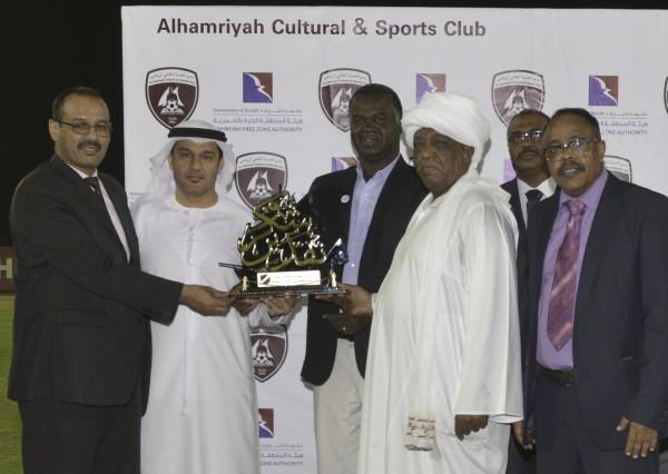 الجالية السودانية تبادر بتكريم نادي الحمرية وتثمن جهوده