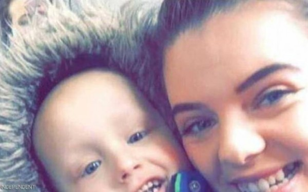 صور: طفل مصاب بالسرطان يوجه رسالة لأمه قبل وفاته بساعات