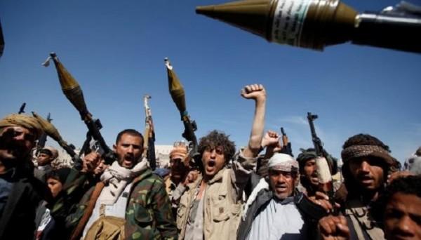 بعد تضييق الخناق عليهم.. الحوثيون يداهمون منازل في الحديدة