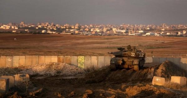 آلية اسرائيلية تطلق النار تجاه رعاة الاغنام شرق دير البلح