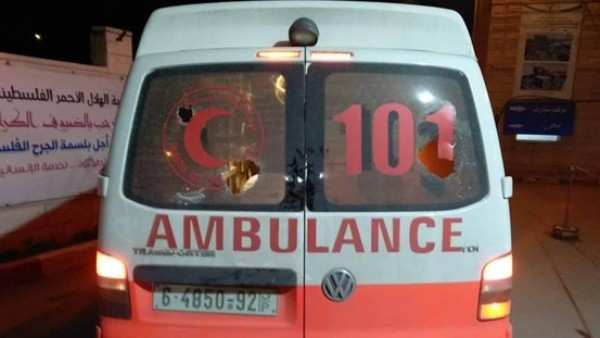 مستوطنون يعتدون على مركبة إسعاف وسط الخليل