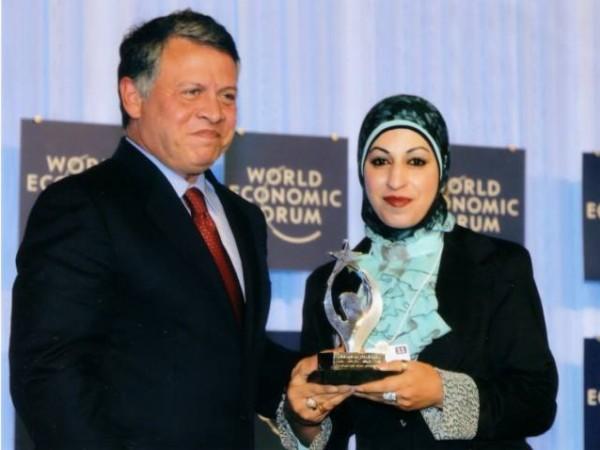 فلسطينية تفوز بجائزة وسام الإبداع والريادة الذهبي