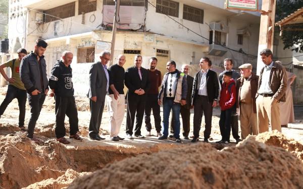بلدية خانيونس تشرع بتطوير شارع القدرة في حي الأمل