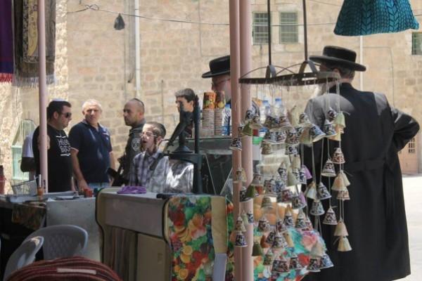 الاحتلال والمستوطنون يواصلون انتهاكاتهم بحق الفلسطينيين