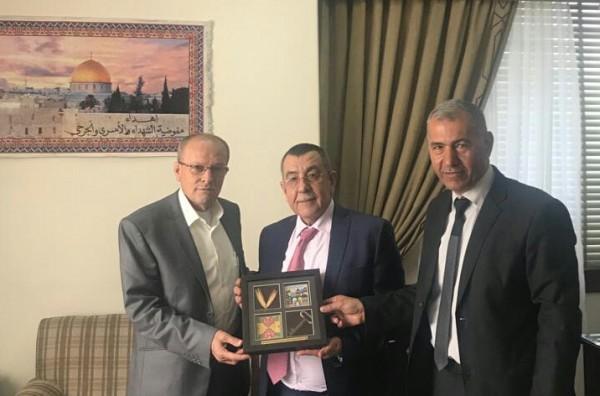 رئيس هيئة الأسرى يلتقي د.سعيد أبو علي بالقاهرة