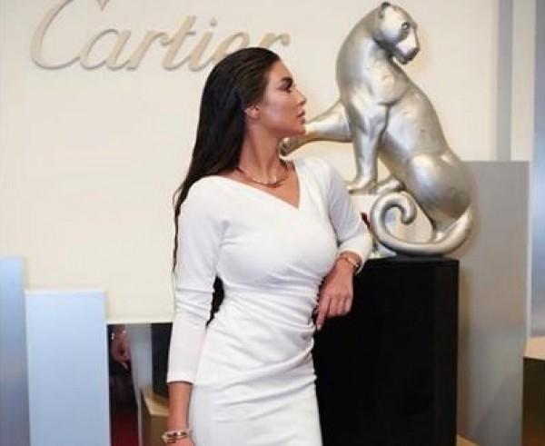 0536fe05cb669 نجمات عازبات في الفستان الأبيض.. فهل يمهّدنَ للزواج؟