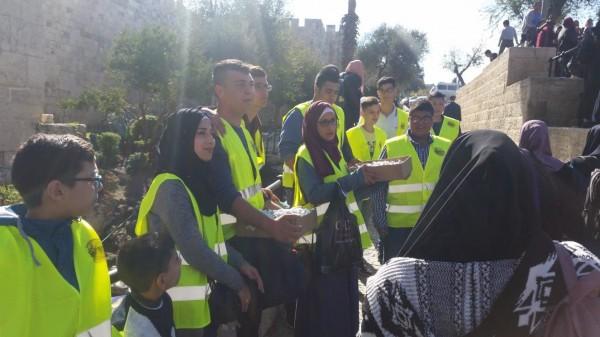 جمعية ايلياء للتنمية في مدينة القدس توزيع التمور بمناسبة المولد النبوي الشريف