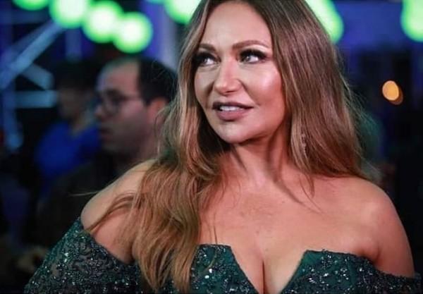 """ليلى علوي تصدم الجميع بزيادة وزنها مجدداً.. ولا """"فوتوشوب"""" يُنقذها"""