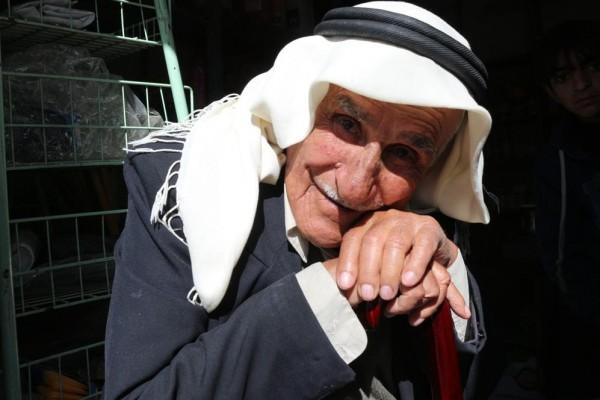 صور: مخيم الفارعة يودع معمرا عن عمر ناهز 100 عام