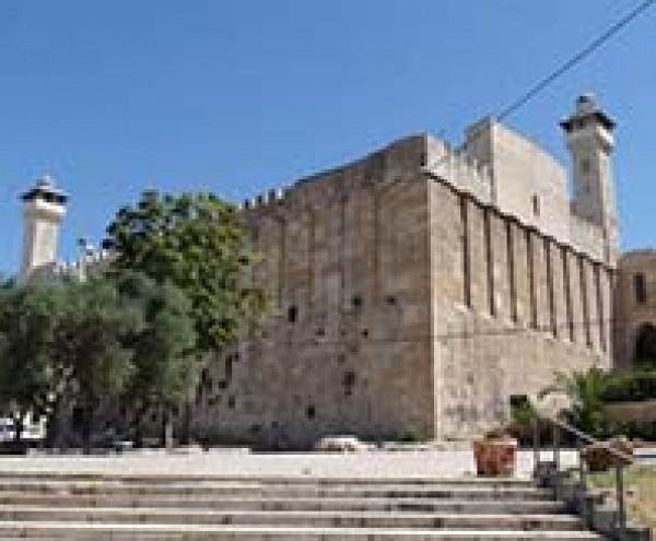 الاحتلال يمنع رفع الأذان في المسجد الإبراهيمي 47 وقتا خلال نوفمبر الماضي
