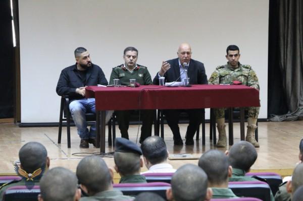 العميد التعمري يقدم محاضرة للطلبة عن الإسلام السياسي في جامعة الاستقلال