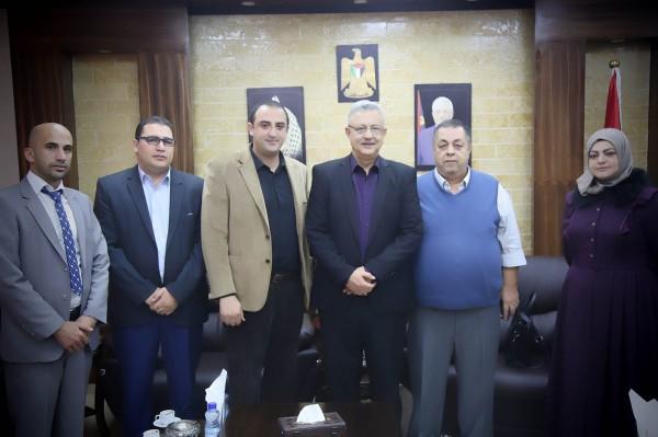 محافظ طولكرم يلتقي رئيس بلدية علار وعدد من أعضاء المجلس البلدي