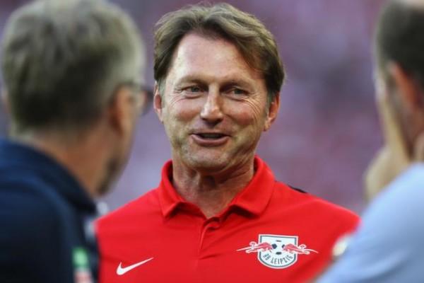 ساوثهامبتون يُعيّن النمساوي رالف هازنهوتل مدرباً جديداً