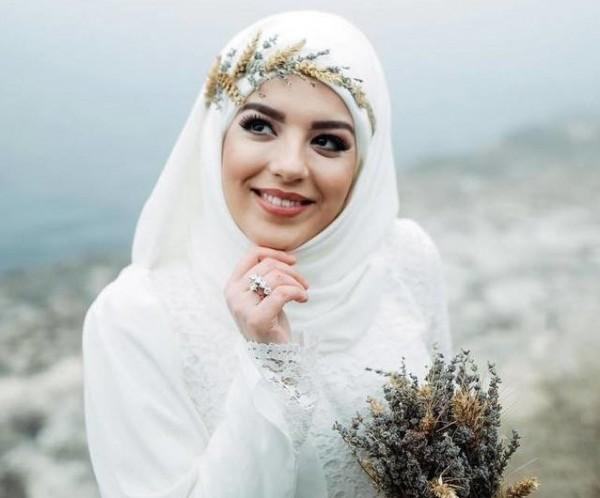 لن تحتاري في اختيار فستان زفاف مناسب لحجابك.. هذه آخر صيحات 2018