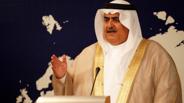 """وزير بحريني: قضية قطر أكبر من حلها بـ """"حب الخشوم"""""""
