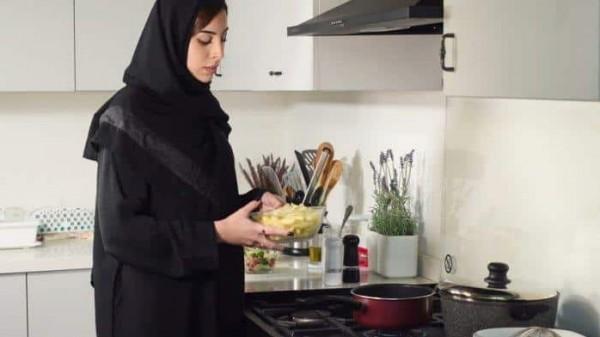 شاهد.. كيف ينظر الشباب إلى الفتيات اللاتي لا يعرفن الطبخ؟