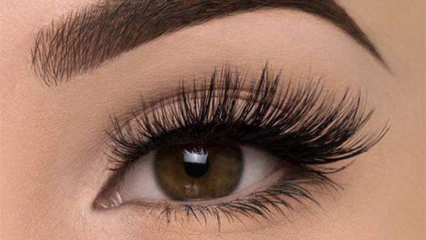 4 أساسيات اتبعيها في مكياج العيون لتبرزي جاذبيتها