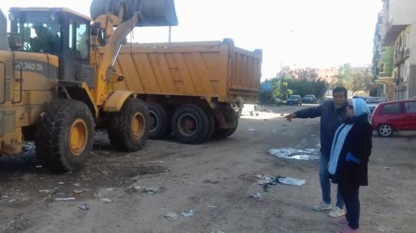 فى حي ثالث الاسماعيلية حملة مكبرة لرفع وازالة تراكمات القمامة والمخلفات