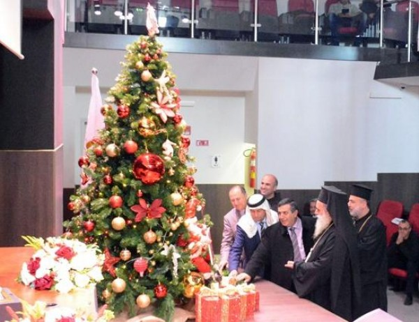 الاحتفال باضاءة شجرة الميلاد في جامعة فلسطين الاهلية