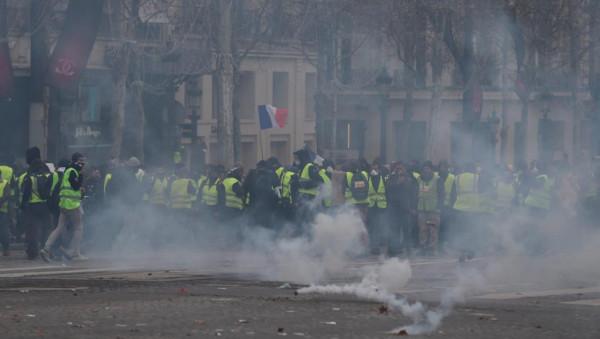 اعتقال نحو ألف شخص في باريس وسط تزايد حدة المظاهرات