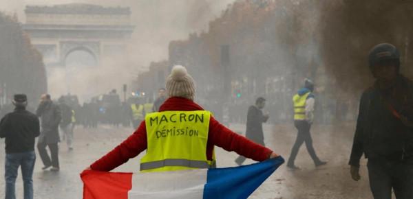 """فيديو.. بعد شهر: وجه باريس """"أصفر"""".. أصبحت مدينة أشباح وألفُ موقوفِ"""