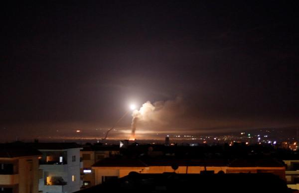 """الدفاعات السورية تتصدى لأهداف جوية """"معادية"""" قرب مطار دمشق الدولي"""