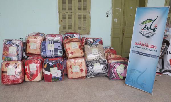"""جمعية ثمار الخير توزع """"حرامات شتوية"""" على 60 أسرة محتاجة"""